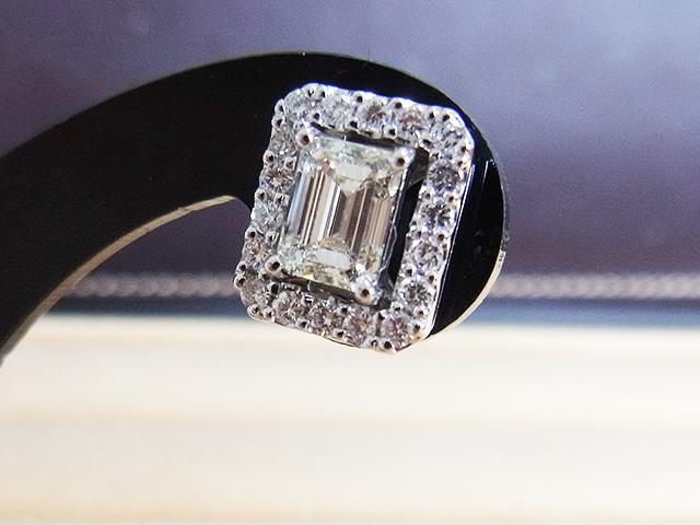 インドの宝石商の元から届いた宝石 双子のエメラルドカットダイヤモンドをピアスに【1726】