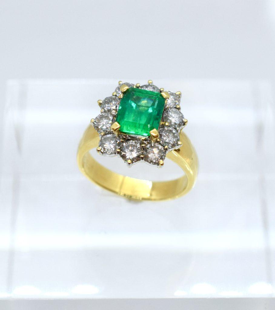 お母様のエメラルドリングを豪華でクオリティの高いデザインネックレスにリフォーム【2089】