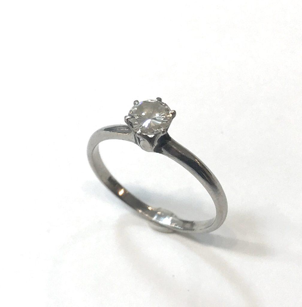 立爪の婚約指輪を普段使い用のペンダントにリフォーム【2101】