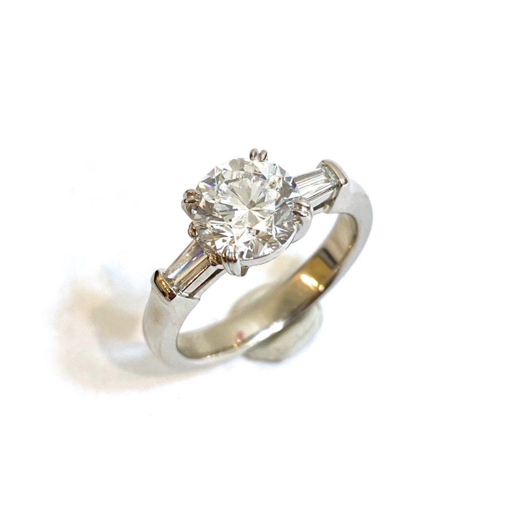 大粒2.35カラット・Eカラー・SI2・エクセレント、4c全てが高品質の憧れのダイヤモンドを使ったリング【2116】