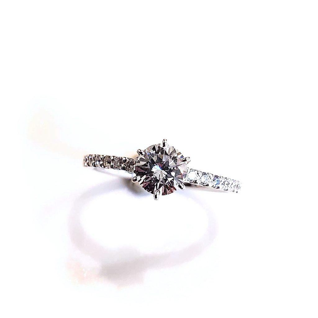 お母様からの譲りうけたダイヤモンドリング【2131】