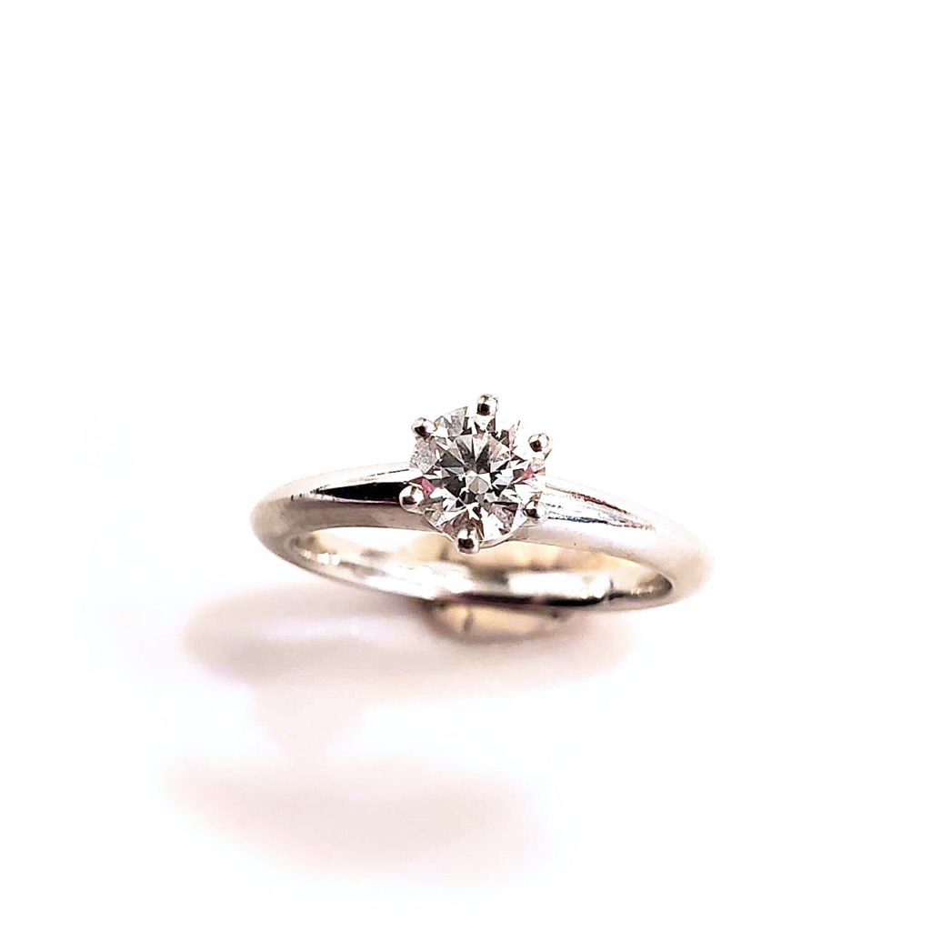 婚約指輪 ダイヤモンドリングを人気のダンシングストーンペンダントに【2122】